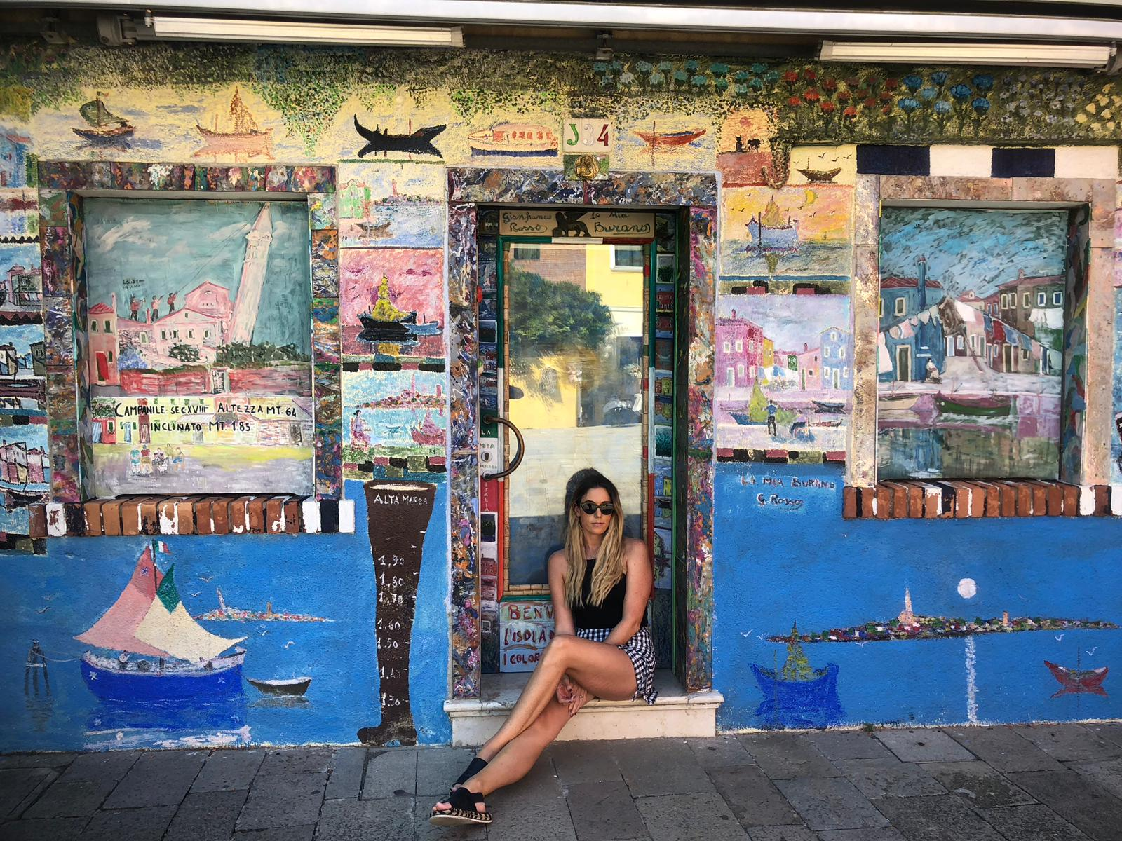 Burano travel blogger