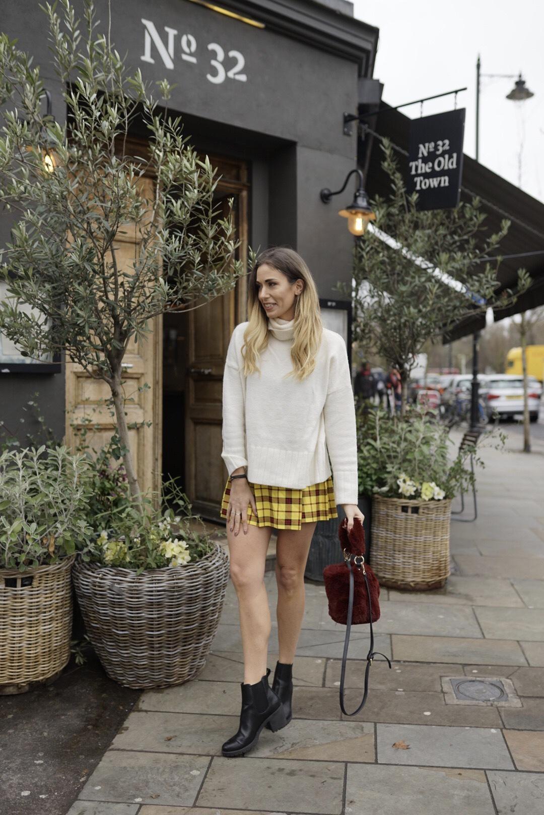 Blonde blogger Clapham